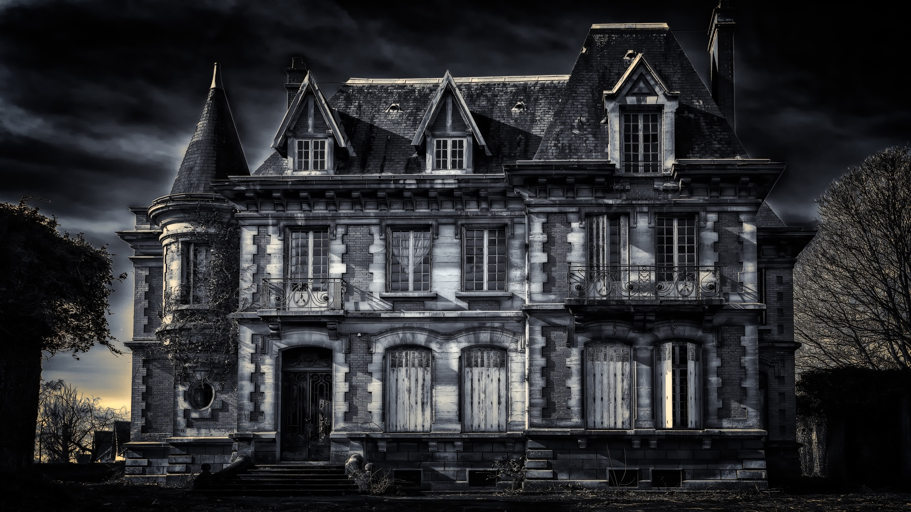 Haunted House 4K 3840x2160 black,green,pink Photos and Wallpapers